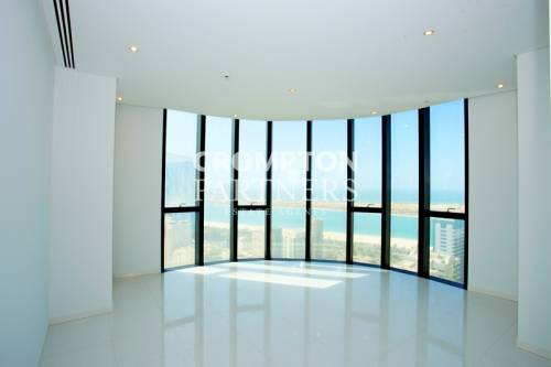 Stunning Apartment With Maids Room - Corniche